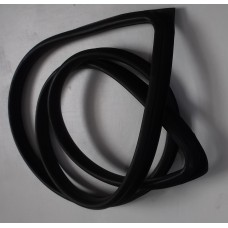 Front windscreen rubber (saloon and estate)
